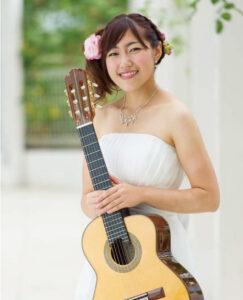 高橋 あゆみ 先生(火・木・土)クラシックギターフォークギター・ウクレレ