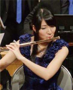 比嘉 静香 先生(月・火)フルートピアノ・ボーカル