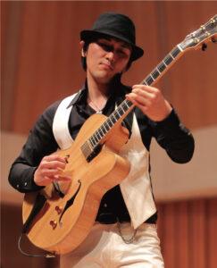 高垣 淳 先生(火・水・木・金・土・日)ギター全般ウクレレ・ベース