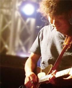 吉田 憲貴 先生(水・木)エレキギターフォークギター・ベース