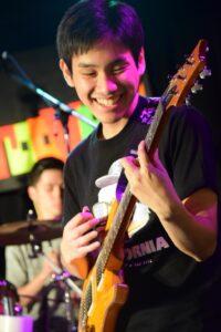 吉澤 克哉 先生(金)ドラム・エレキギタークラシックギター